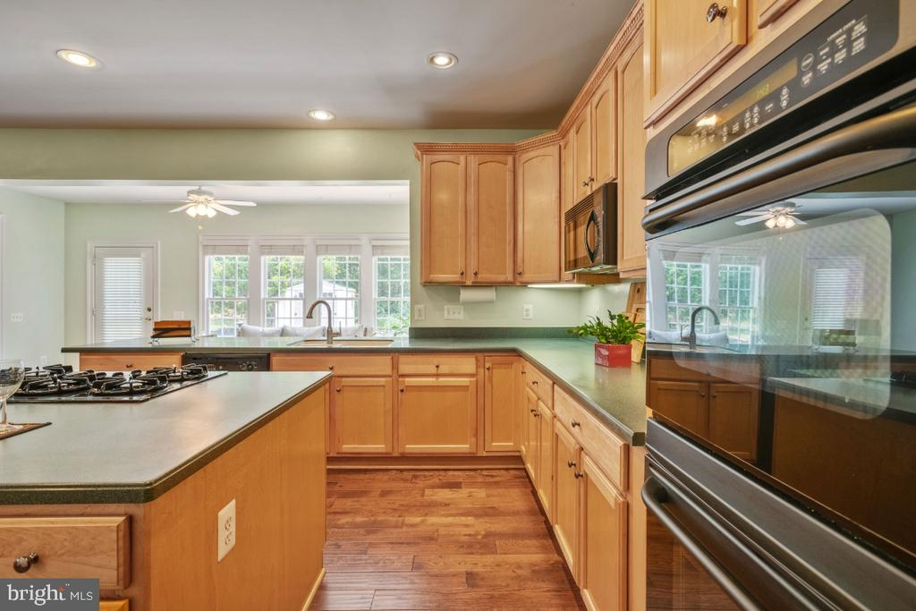 Gourmet Kitchen with Double Ovens - 6809 CLIFTON GROVE CT, CLIFTON