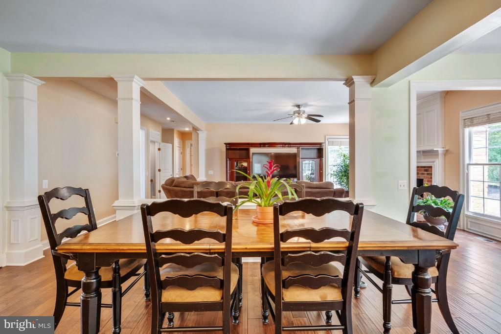 Breakfast Table Area Overlooking Family Room - 6809 CLIFTON GROVE CT, CLIFTON