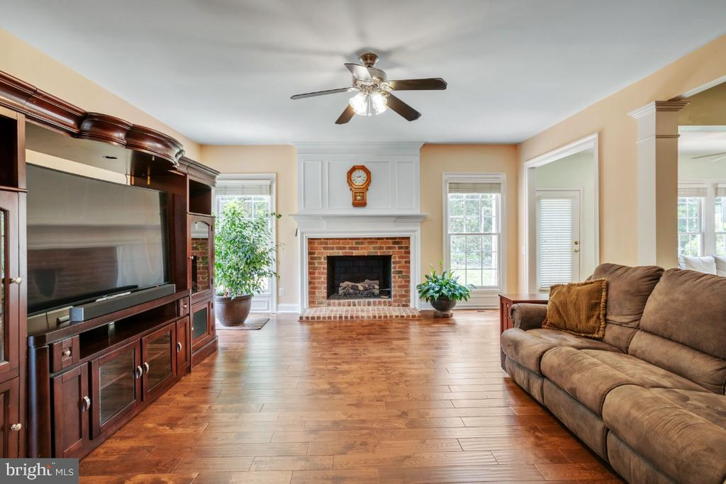 Spacious Family Room with Fireplace - 6809 CLIFTON GROVE CT, CLIFTON