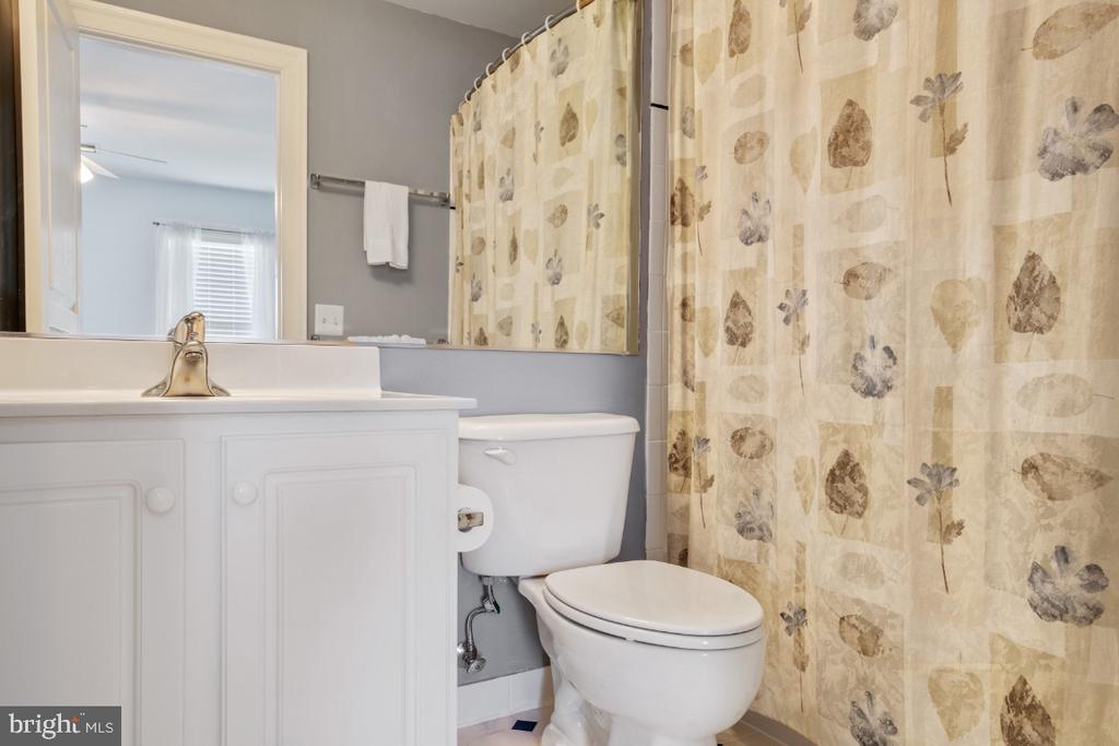 Bedroom 2 Full Bathroom - 6809 CLIFTON GROVE CT, CLIFTON