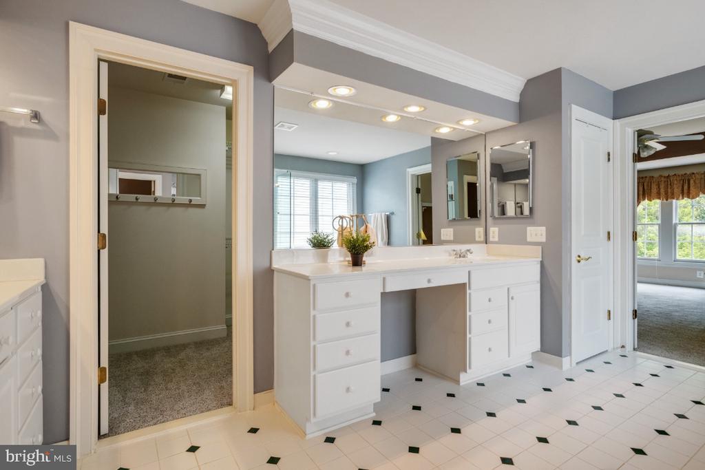 Owners Bathroom - 6809 CLIFTON GROVE CT, CLIFTON