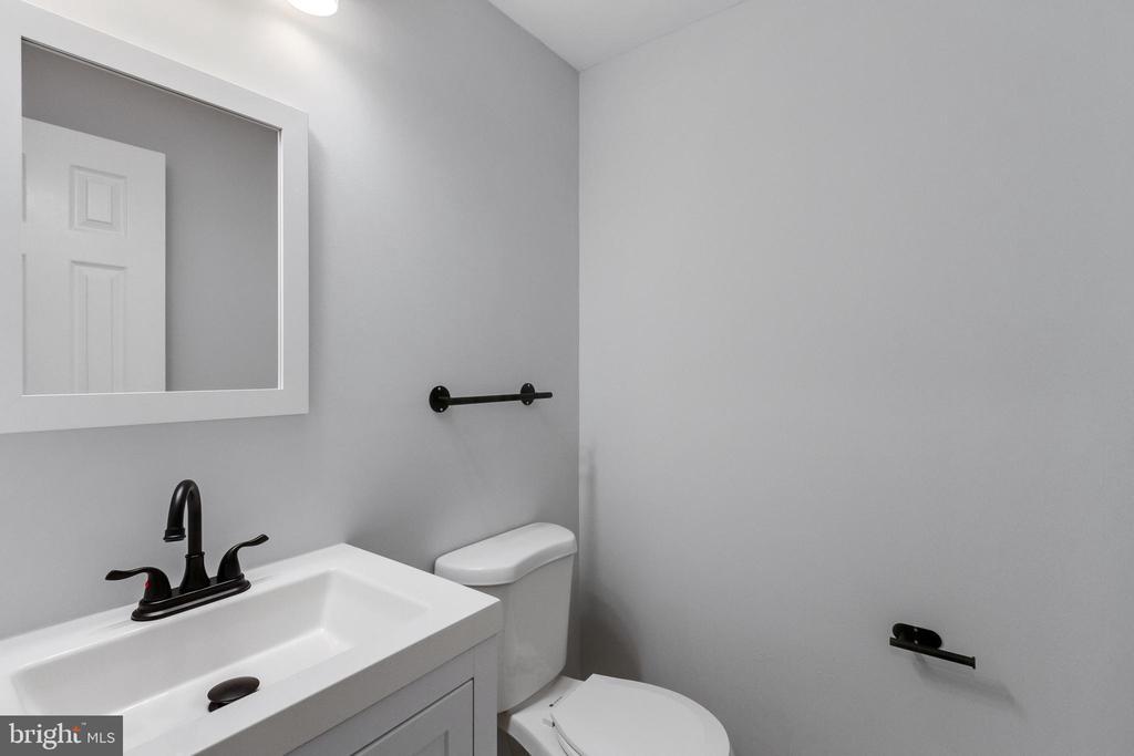 Basement Half Bath - 11572 OVERLEIGH DR, WOODBRIDGE