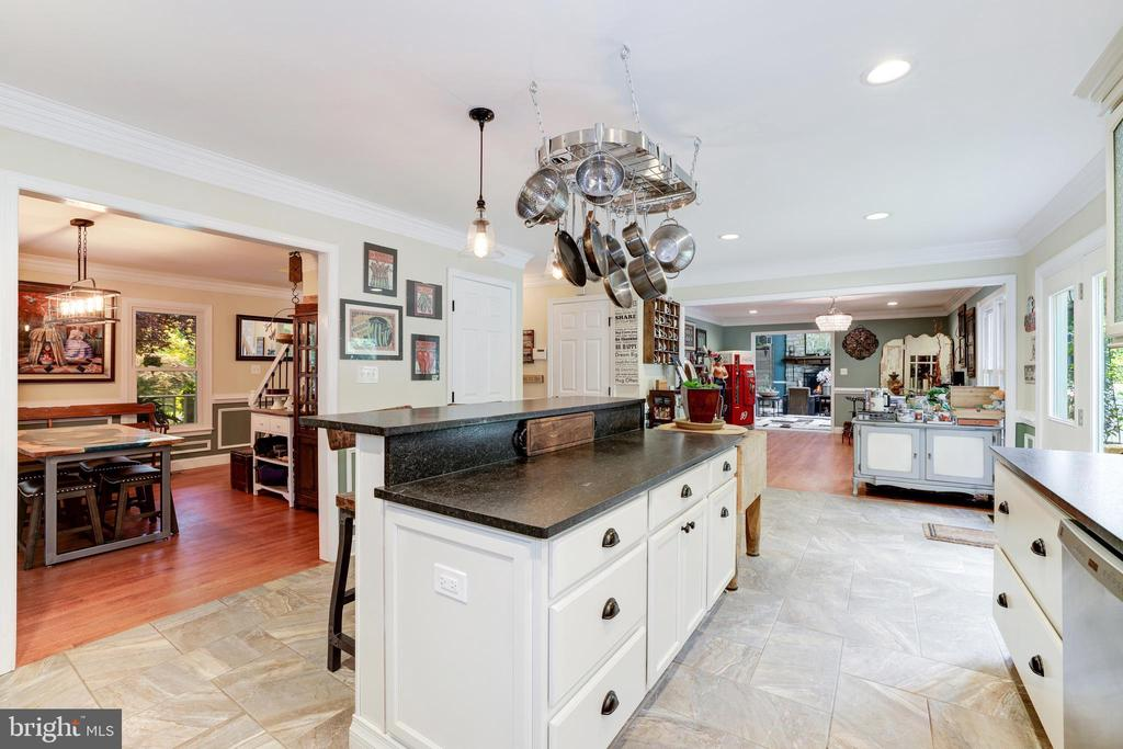 Upgraded Kitchen - 8104 FLOSSIE LN, CLIFTON