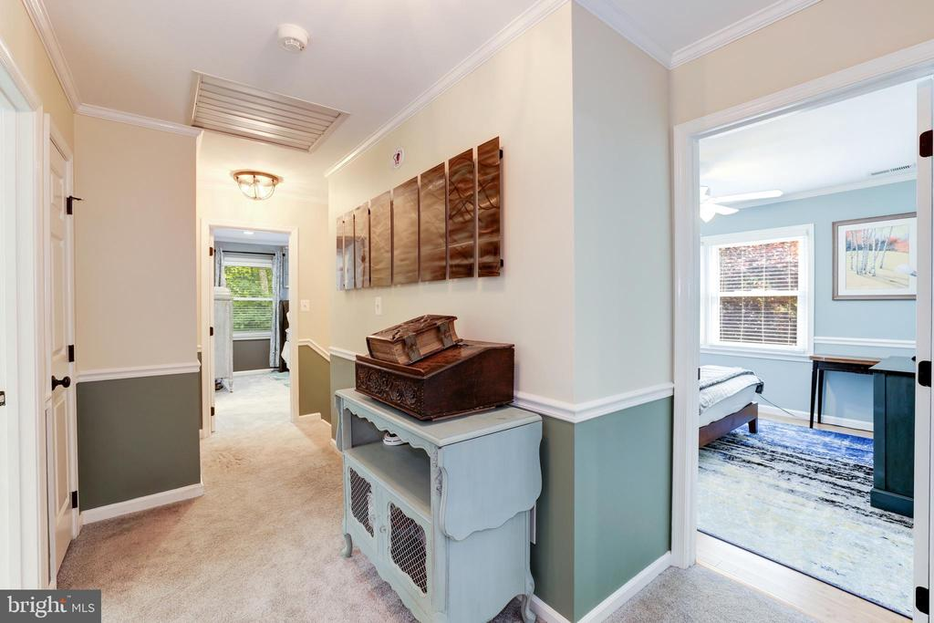 Upper Hallway - 8104 FLOSSIE LN, CLIFTON