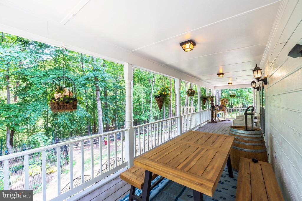Great Wrap Around Porch - 8104 FLOSSIE LN, CLIFTON