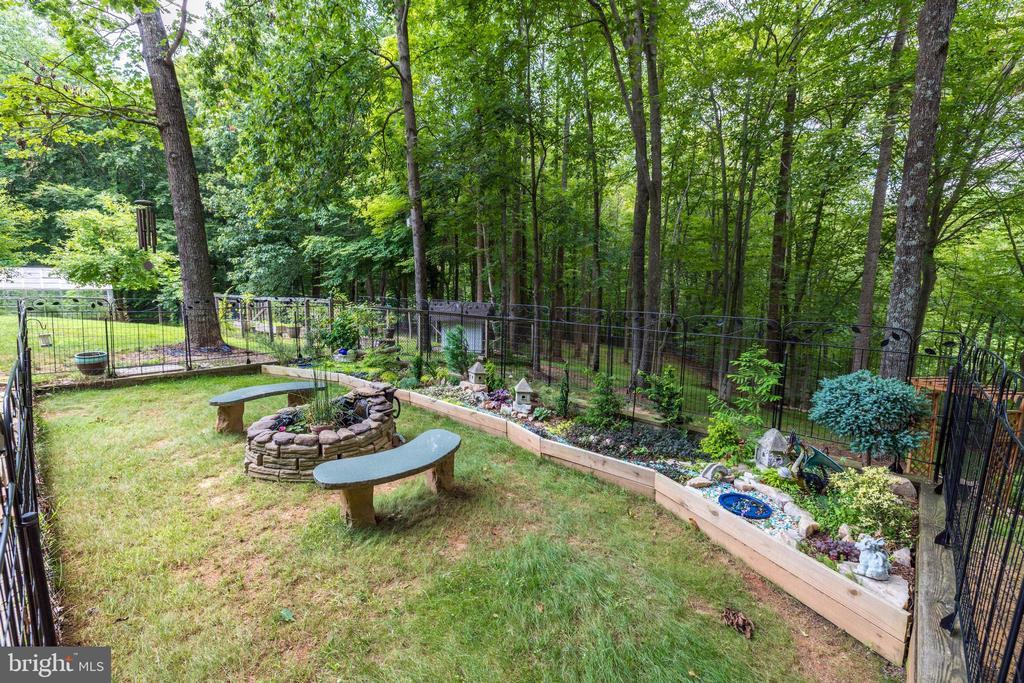 Gardens! - 8104 FLOSSIE LN, CLIFTON