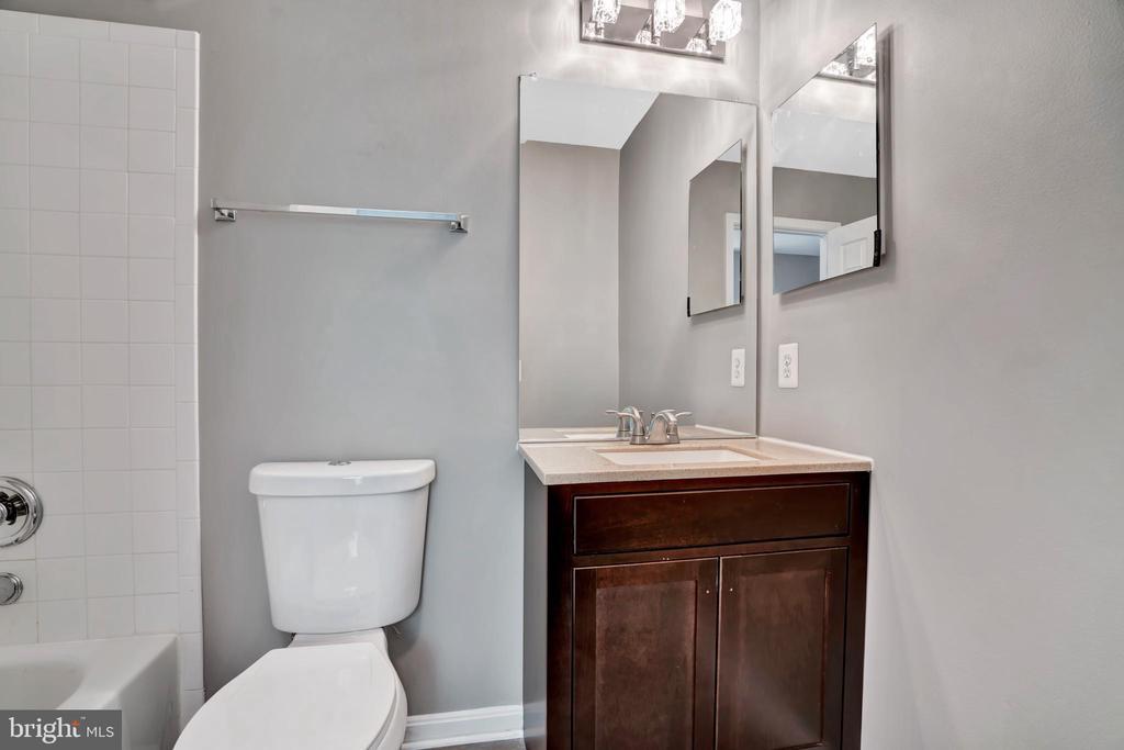 Updated Bathroom #2! - 23114 BLACKTHORN SQ, STERLING