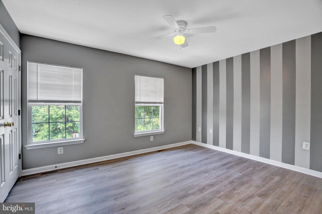 Bright & Warm Master Bedroom! - 23114 BLACKTHORN SQ, STERLING