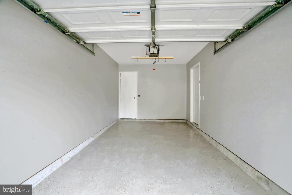 Updated Garage! - 23114 BLACKTHORN SQ, STERLING