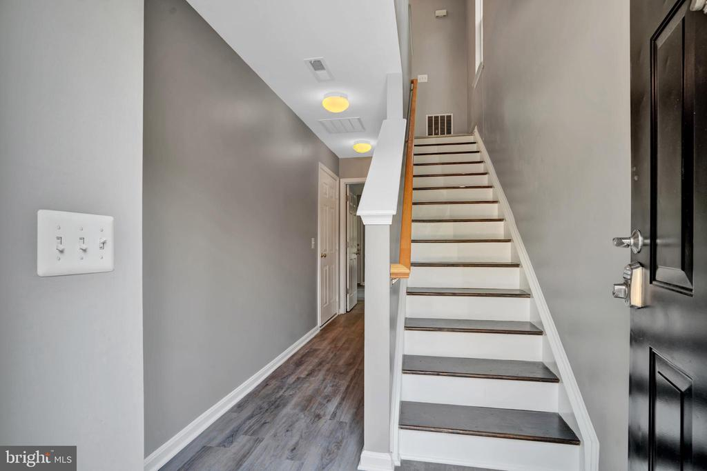Welcoming Entrance! - 23114 BLACKTHORN SQ, STERLING