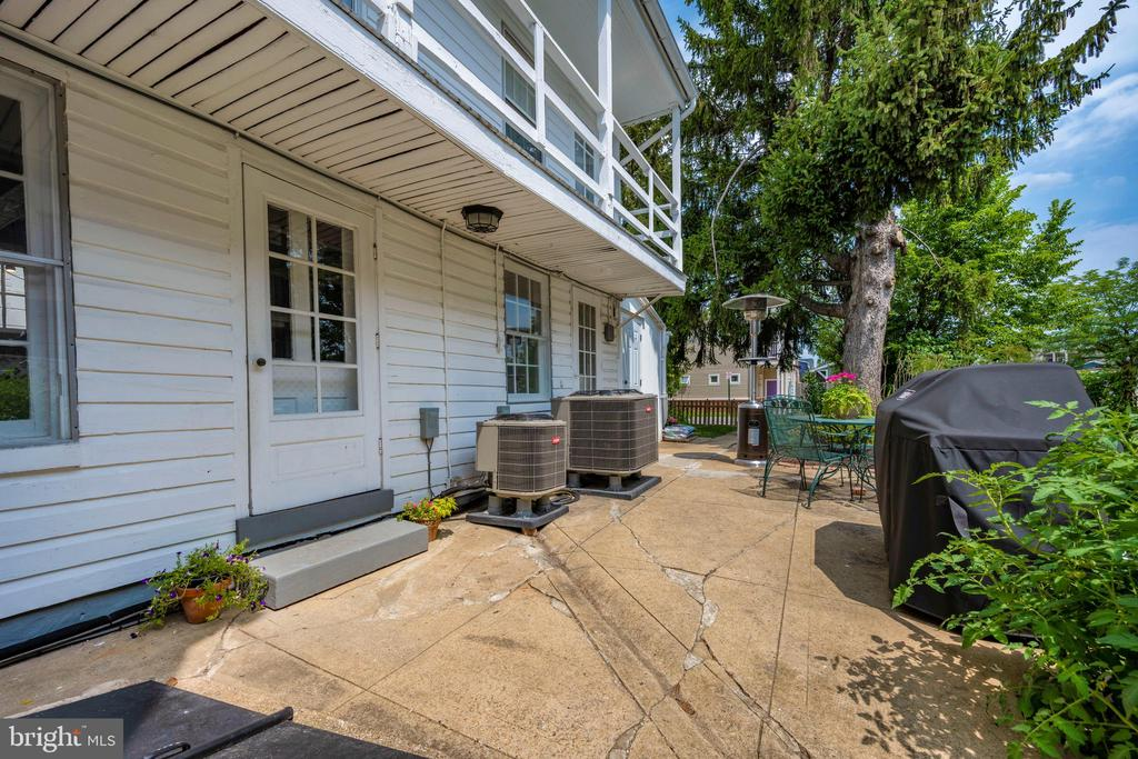 Side patio with room to cook out - 123 W 5TH ST, FREDERICK