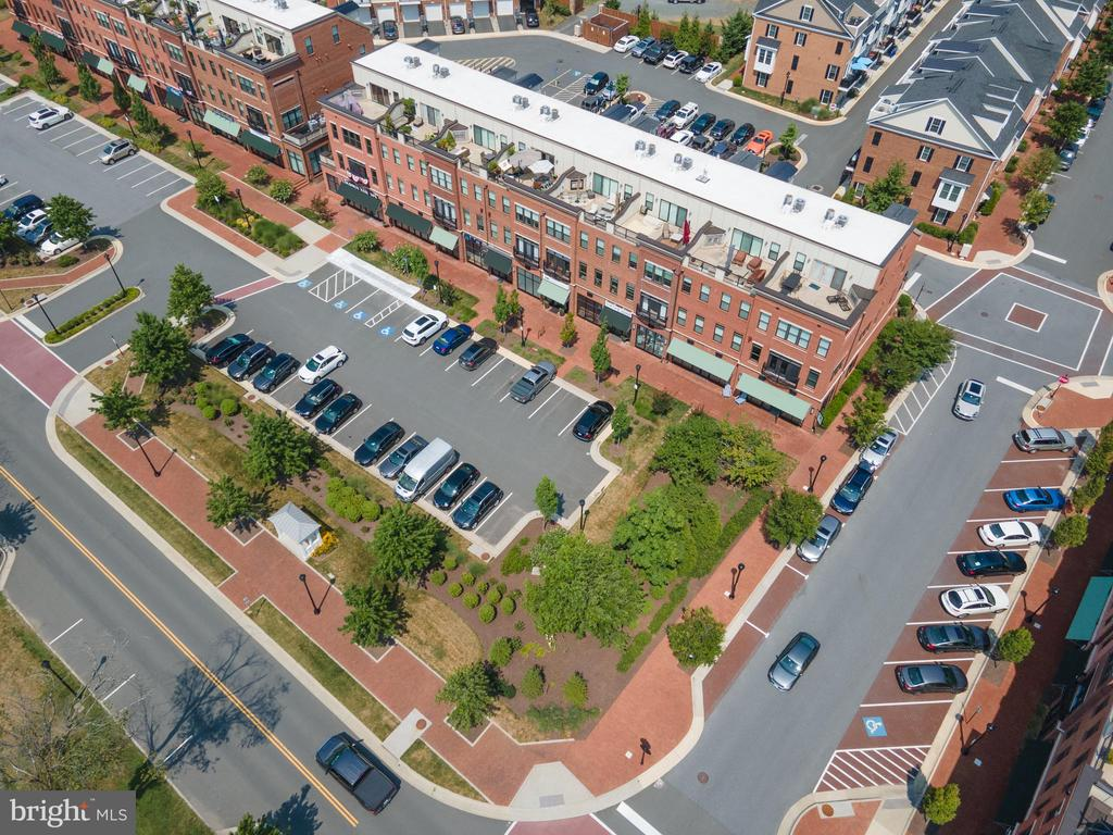 Retail shops at the front of Crescent Place - 256 BLUEMONT BRANCH TER SE, LEESBURG
