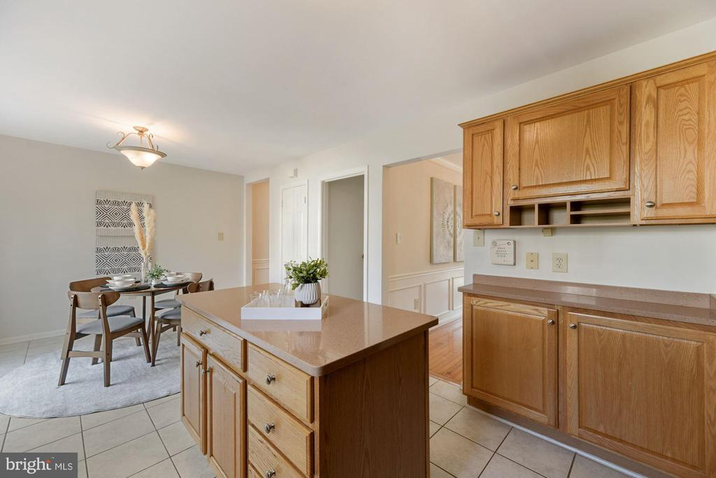 Kitchen - Loads of Counter Top Space for Meal Prep - 8009 MERRY OAKS LN, VIENNA