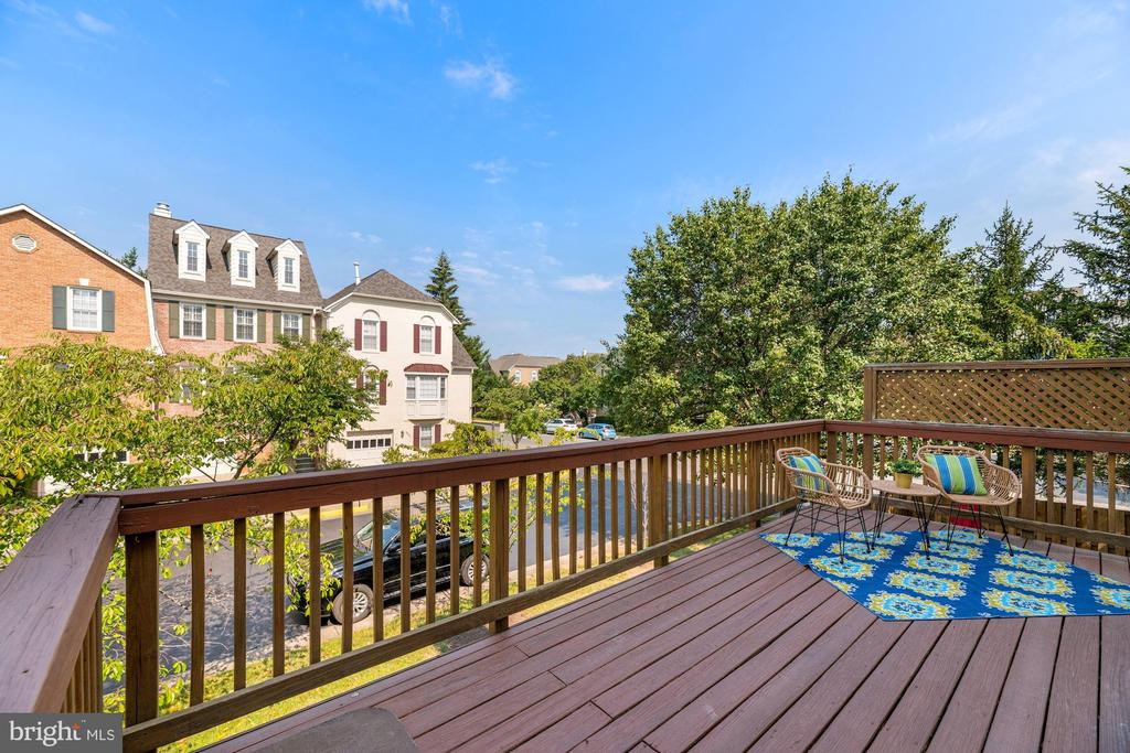 Large Deck with Pretty Views - 8009 MERRY OAKS LN, VIENNA