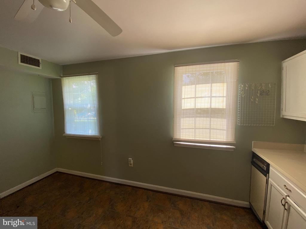 TABLE SPACE = CEILING FAN - 710 QUINCE ORCHARD BLVD #P-1, GAITHERSBURG