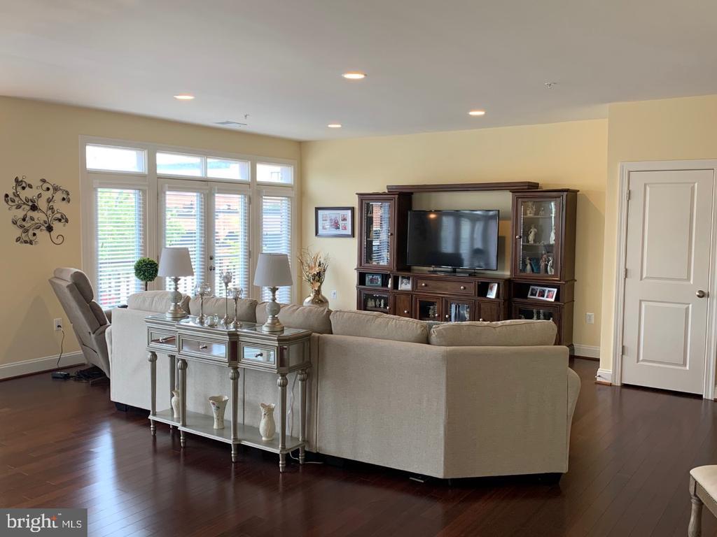 Massive main level living room (2nd living area) - 19383 NEWTON PASS SQ #R06V, LEESBURG