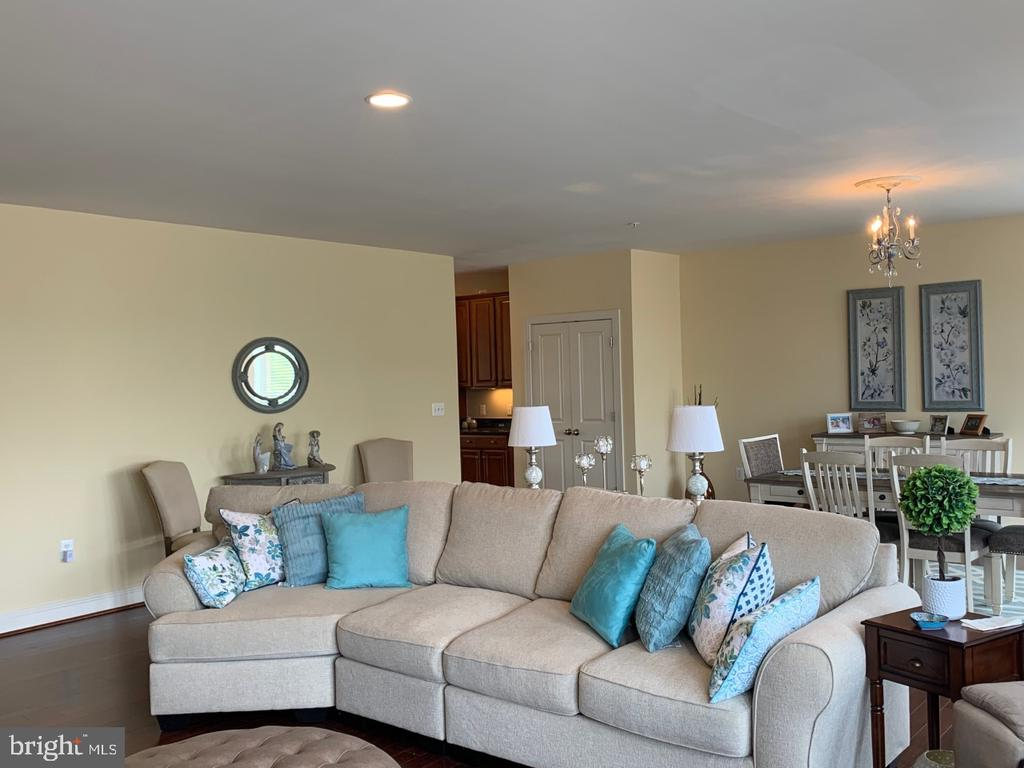 Living and Dining area - perfect for entertaining - 19383 NEWTON PASS SQ #R06V, LEESBURG