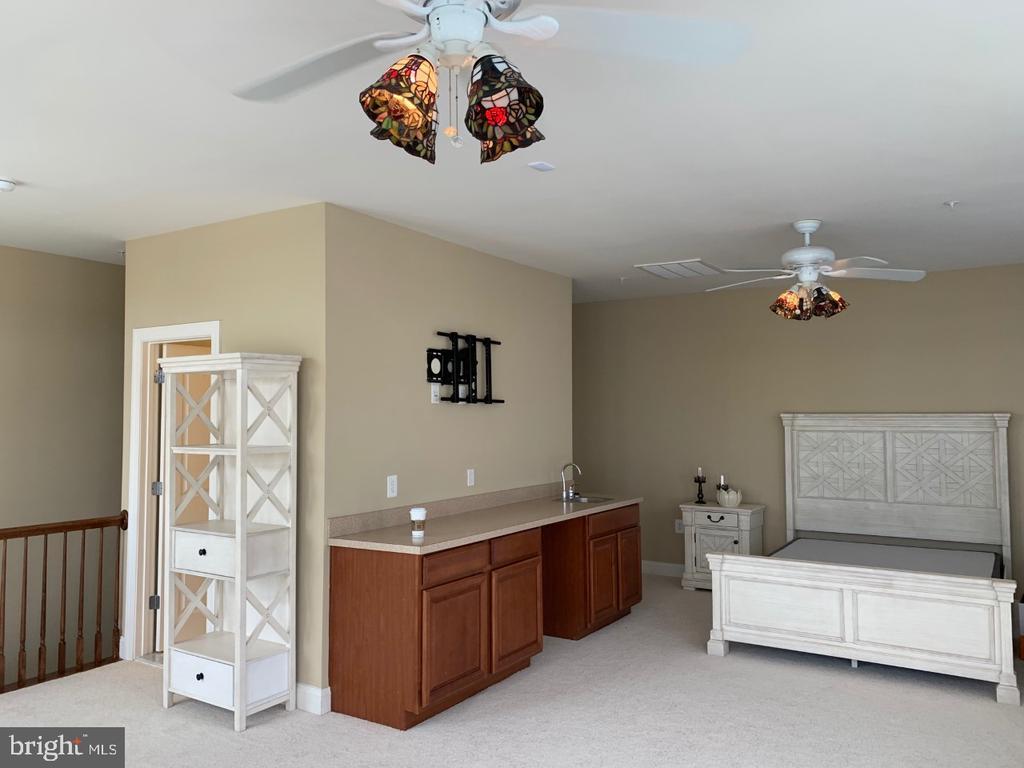 Full bath in loft and versatile room design - 19383 NEWTON PASS SQ #R06V, LEESBURG