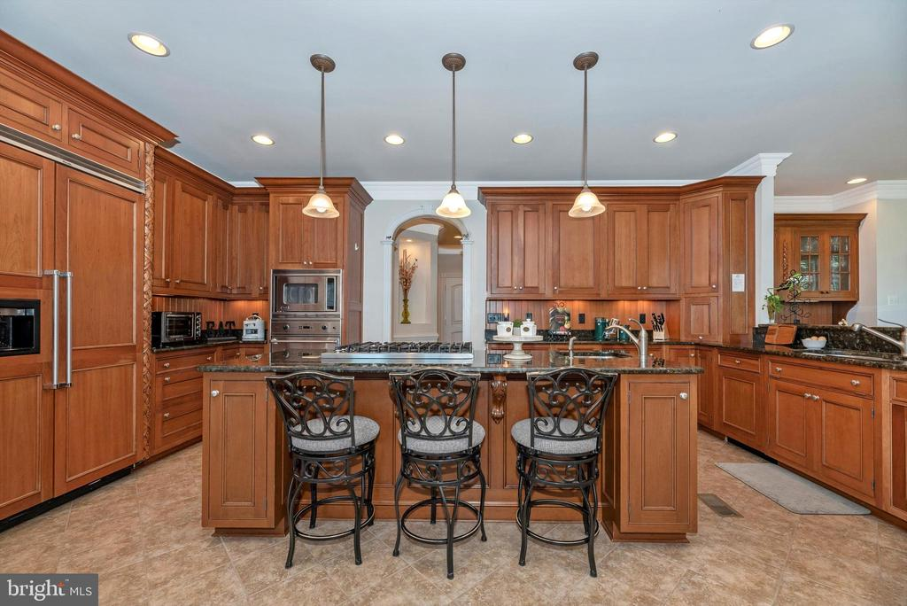 Gourmet Kitchen with Cook Top Island - 7525 OLD RECEIVER RD, FREDERICK