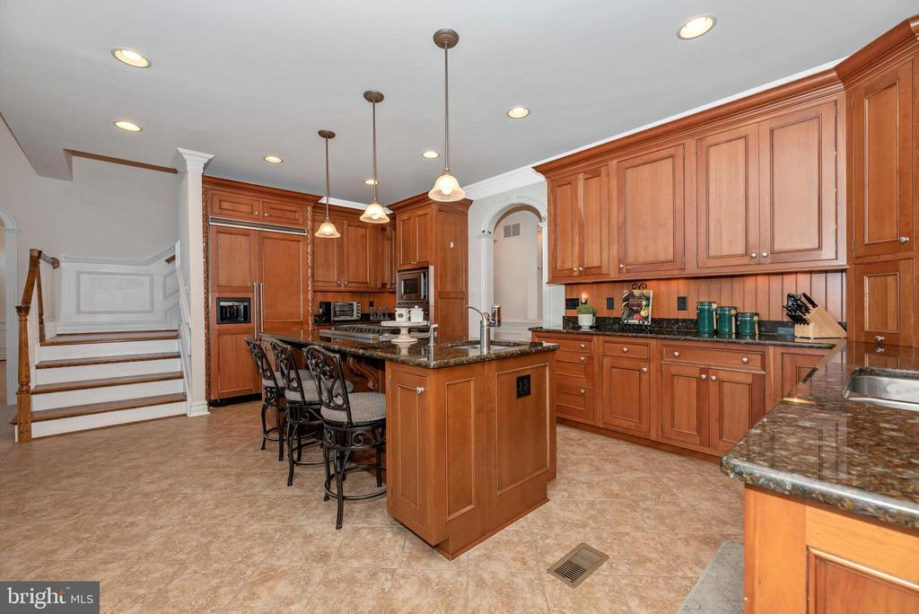 Granite Counters and Cherry Cabinets - 7525 OLD RECEIVER RD, FREDERICK