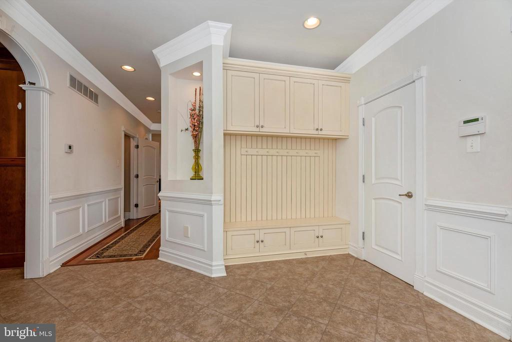 Over-Sized Mud Room Area - 7525 OLD RECEIVER RD, FREDERICK