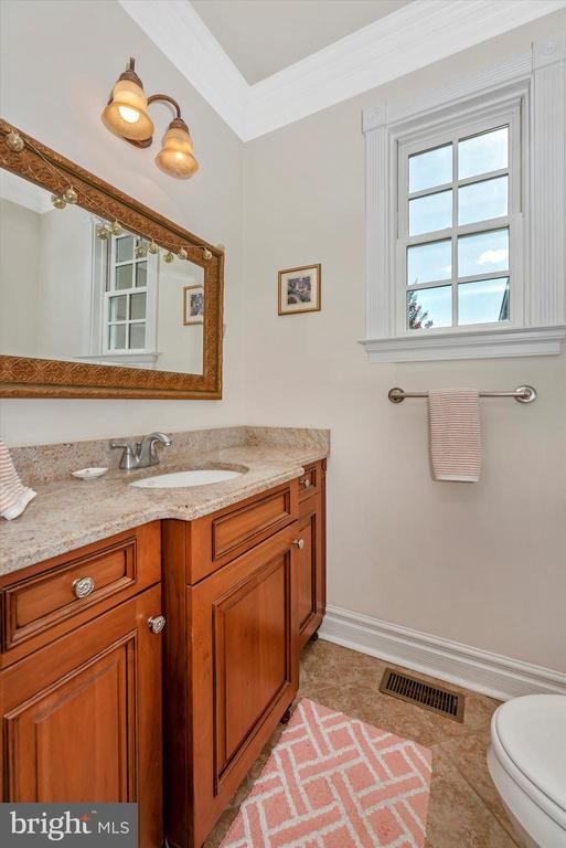 Main Level Powder Room - 7525 OLD RECEIVER RD, FREDERICK