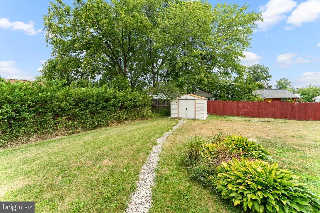 Backyard with shed - 4800 FLOWER LN, ALEXANDRIA