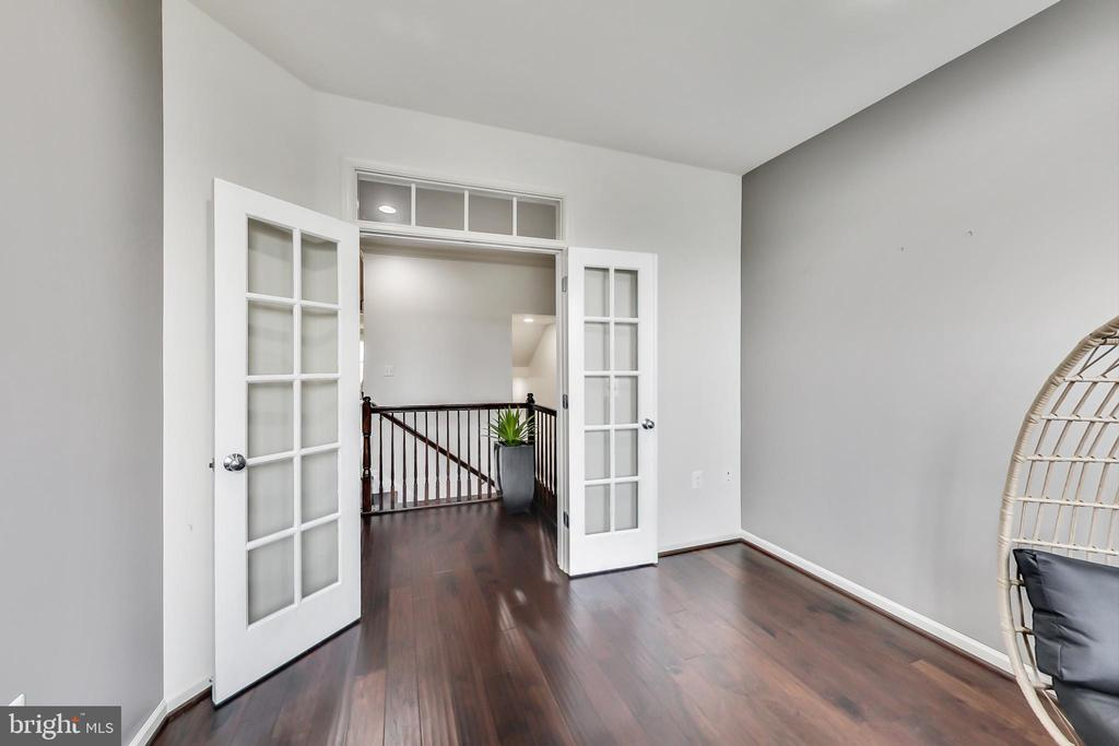 Perfect room for working or studying from home - 23636 SAILFISH SQ, BRAMBLETON