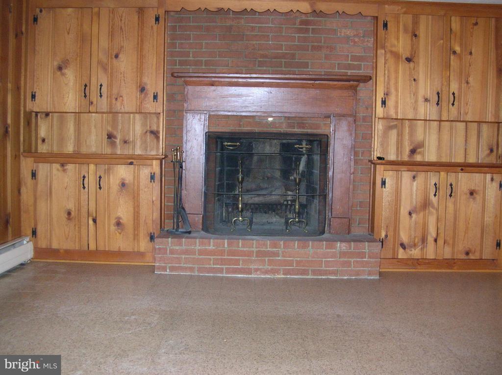Wood-burning brick fireplace - 703 WYNGATE DR, FREDERICK