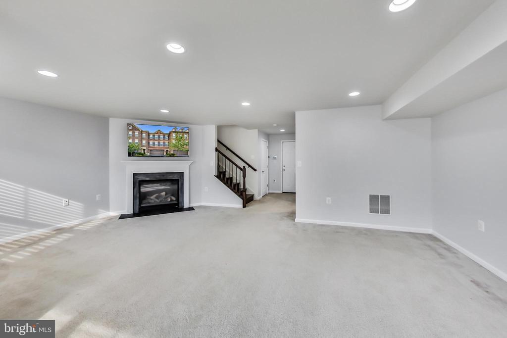 LL offers convenient entrance to 2-car garage - 23636 SAILFISH SQ, BRAMBLETON
