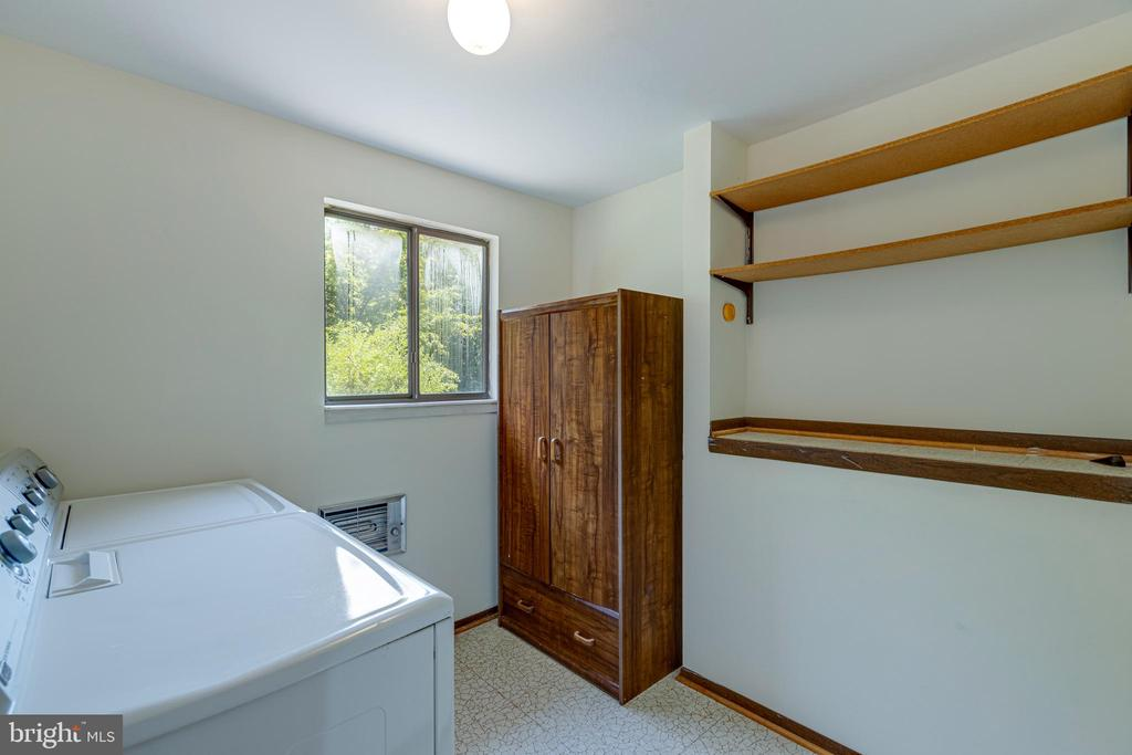 Upstairs Laundry Room - 1534 YOUNGS POINT PL, HERNDON