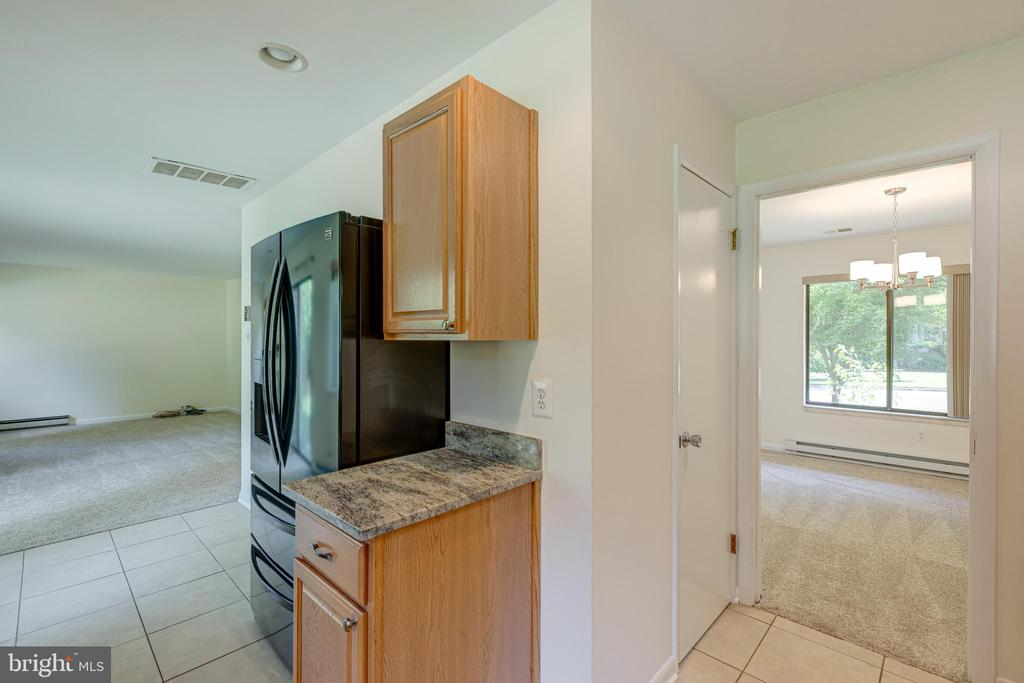 Ktichen with view of Family Room - 1534 YOUNGS POINT PL, HERNDON