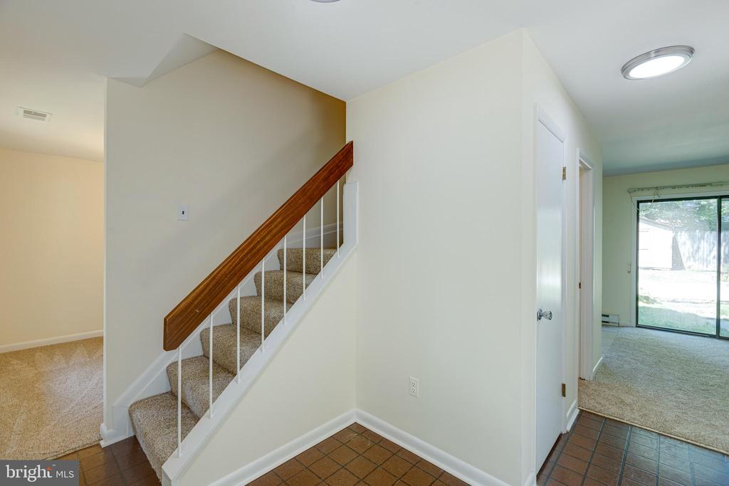 Foyer and stairs to bedroom level - 1534 YOUNGS POINT PL, HERNDON