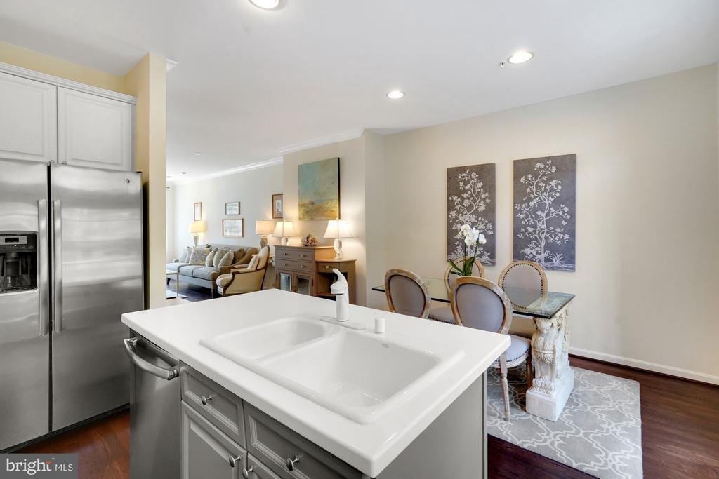Gorgeous Deep Sink in Kitchen - 12079 CHANCERY STATION CIR, RESTON