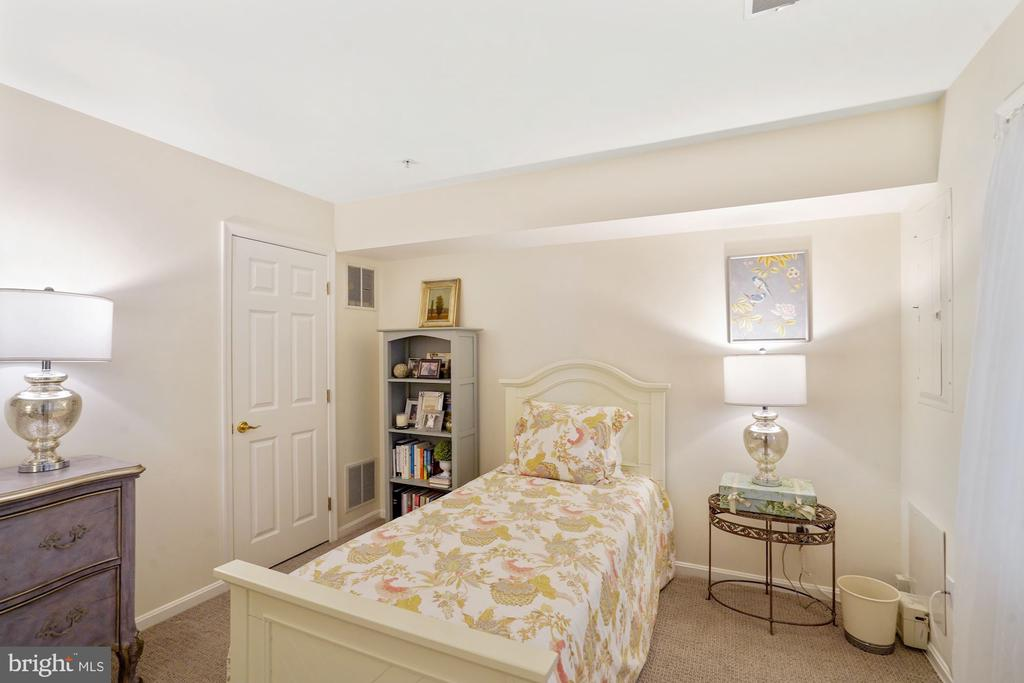 Lower Level Guest Room - 12079 CHANCERY STATION CIR, RESTON