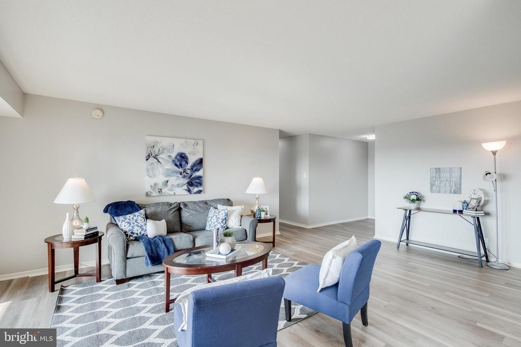 Living Room - 307 YOAKUM PKWY #1726, ALEXANDRIA