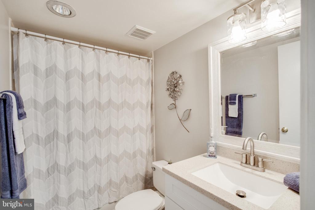 2nd Bathroom - 307 YOAKUM PKWY #1726, ALEXANDRIA