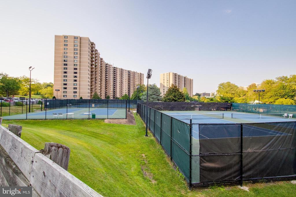 Tennis Courts - 307 YOAKUM PKWY #1726, ALEXANDRIA