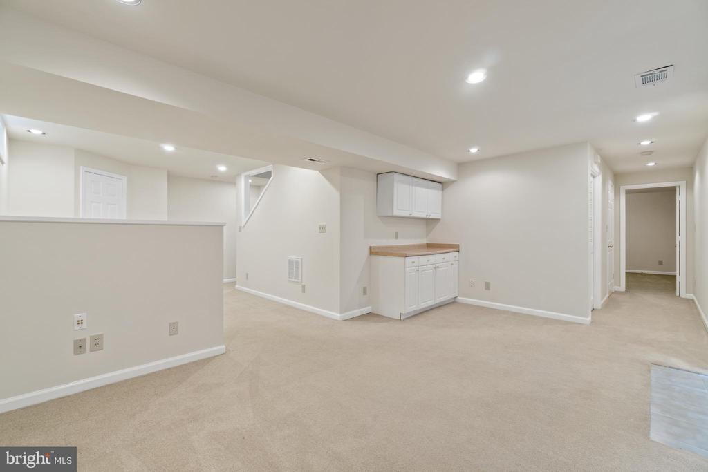 Finished recreation room - 15 SARRINGTON CT, STAFFORD