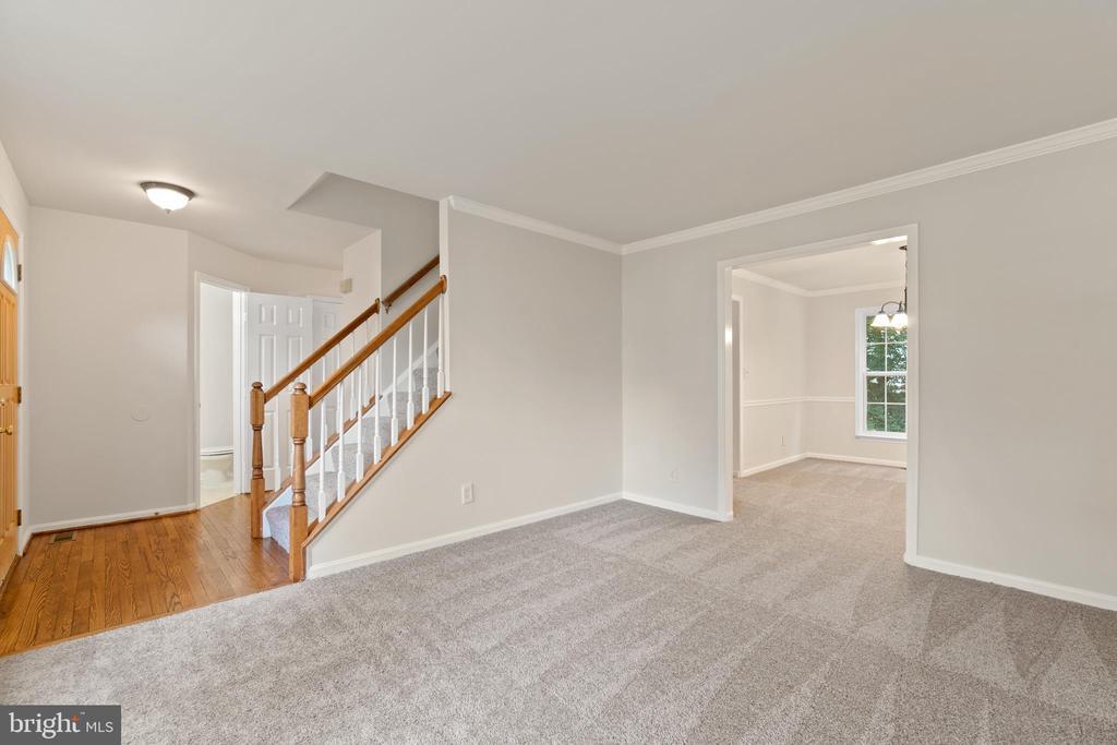 Refinished hardwood floor in entry way - 15 SARRINGTON CT, STAFFORD