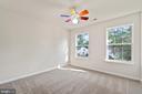 Bright front corner bedroom - 15 SARRINGTON CT, STAFFORD