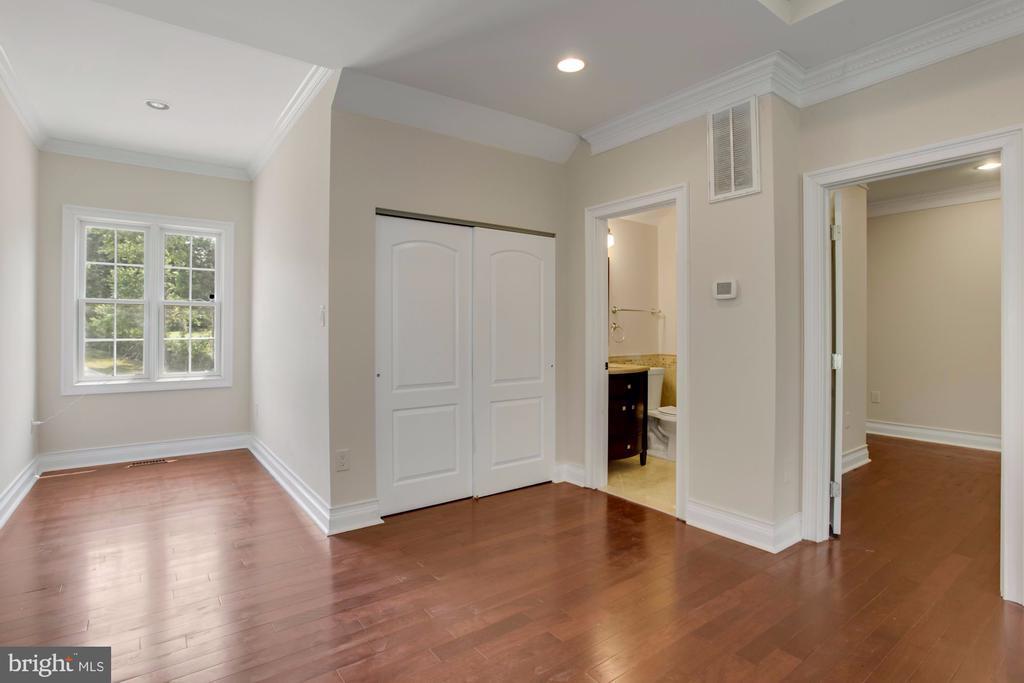 Luxury Guest House - 11400 ALESSI DR, MANASSAS