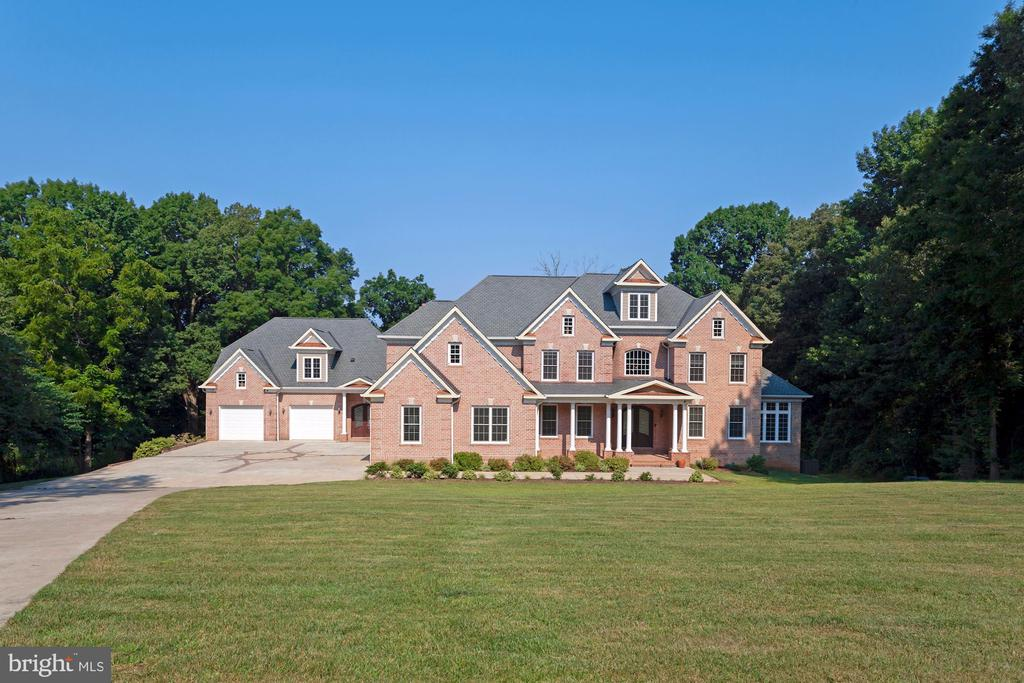 This home was built for ENTERTAINING! - 11400 ALESSI DR, MANASSAS