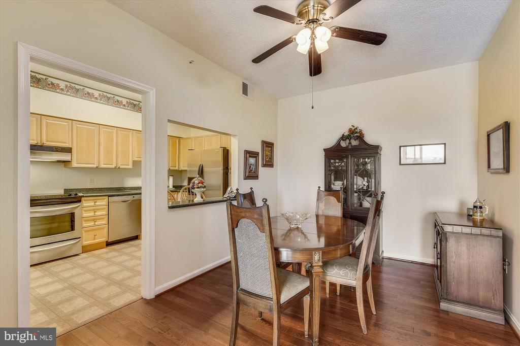 Dining room, with pass through to kitchen. - 19375 CYPRESS RIDGE TER #904, LEESBURG