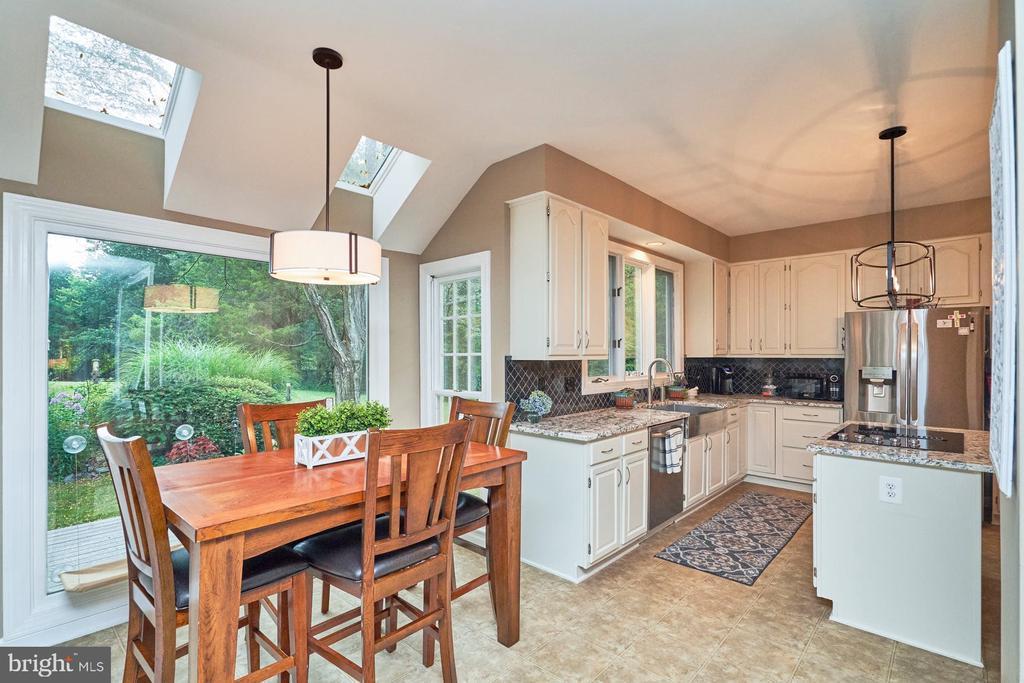 Kitchen and Breakfast Area - 4291 LAWNVALE DR, GAINESVILLE