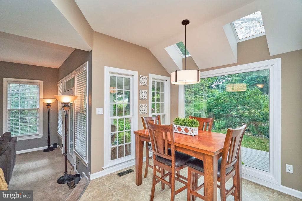 Light and Bright with Skylight - 4291 LAWNVALE DR, GAINESVILLE
