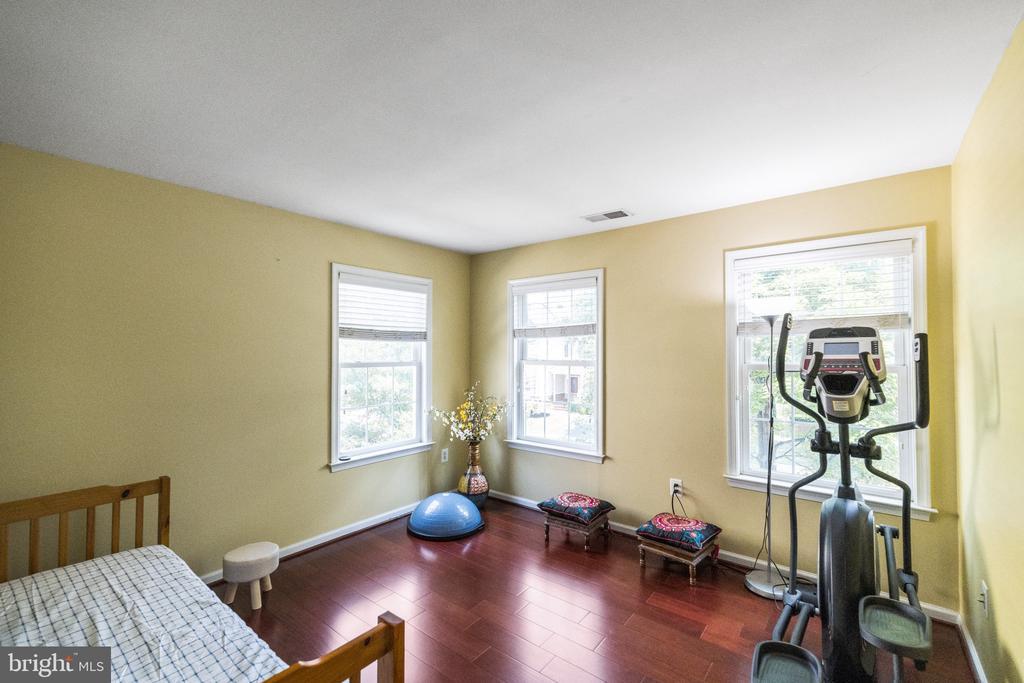 Bedroom 3 with additional window - 23084 PECOS LN, BRAMBLETON