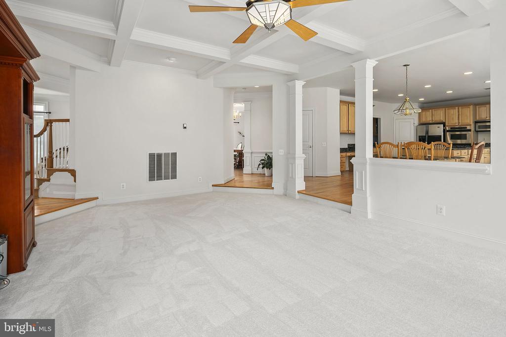 Family room open to the kitchen - 2792 MARSHALL LAKE DR, OAKTON