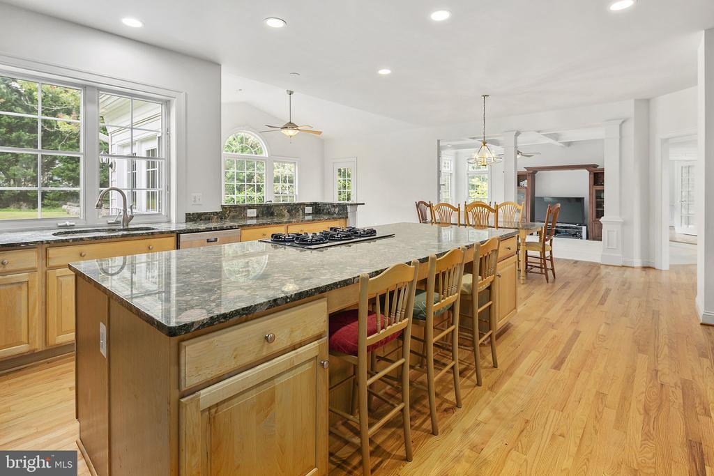 Kitchen - 2792 MARSHALL LAKE DR, OAKTON