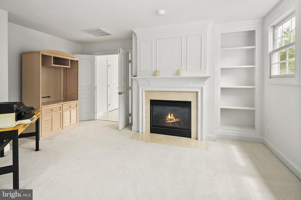 Sitting room with fireplace and built-ins - 2792 MARSHALL LAKE DR, OAKTON